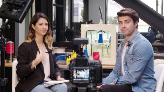 vidéos et rushes de préparation pour une interview télévisée - interview