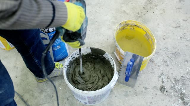 Preparation of building glue. video