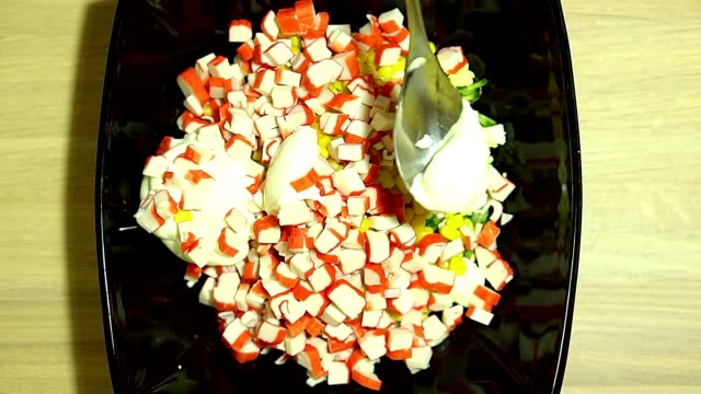 Preparation of salad with crab sticks. Add Mayo. Stir all the ingredients. video