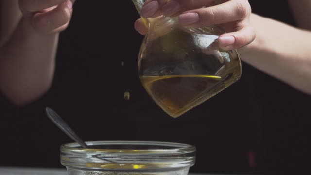prepare a sauce of olive oil and honey, pour the oil