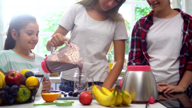 preparing a fresh healthy smoothie - pesche bambino video stock e b–roll