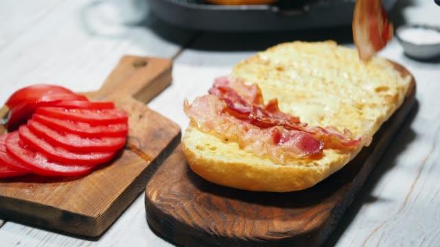 stockvideo's en b-roll-footage met blt sandwich voorbereiden - ham