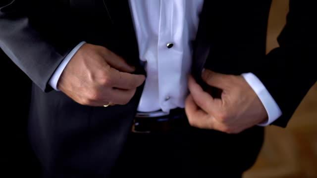 preparing for his big day - браслет стоковые видео и кадры b-roll