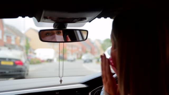 stockvideo's en b-roll-footage met voorbereiden op mijn rijles - mirror mask