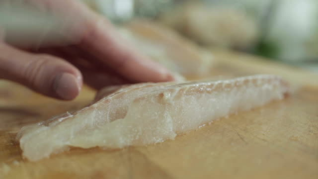 vídeos de stock e filmes b-roll de preparing fresh fillet - cod