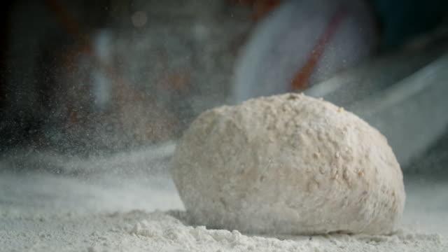 vídeos de stock e filmes b-roll de preparing fresh healthy bread - baking bread at home