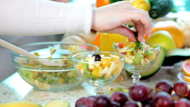 vídeos de stock, filmes e b-roll de preparar uma salada de frutas - fruit salad