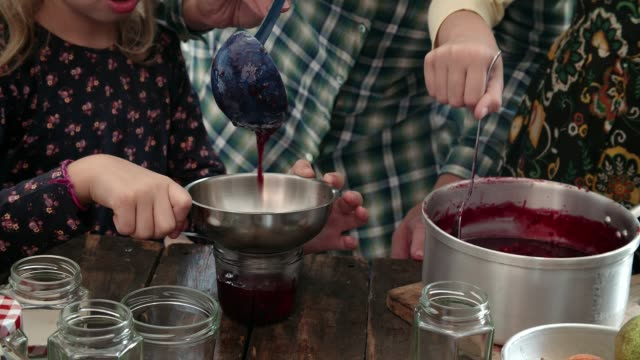 vídeos de stock e filmes b-roll de preparing homemade berry jam and canning in jars - jam jar