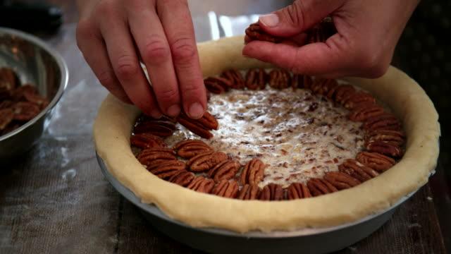 Preparar tarta de pacana para las fiestas - vídeo