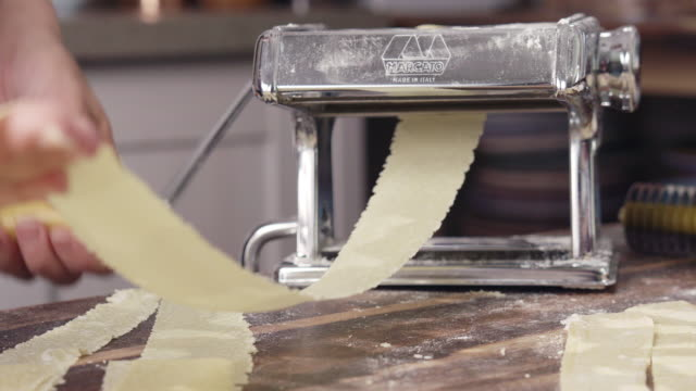 vídeos de stock e filmes b-roll de preparing ravioli pasta in domestic kitchen 4k video - ravioli