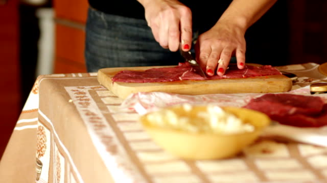 Preparing raw meat for cooking video