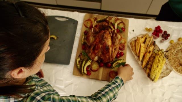 preparing stuffed turkey for thanksgiving dinner - indyk pieczony filmów i materiałów b-roll