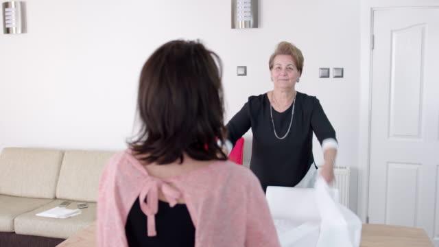 preparing the dining table - cultura turca video stock e b–roll