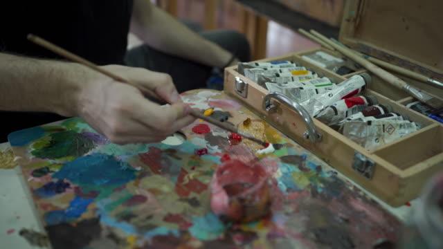 preparing to paint - tavolozza video stock e b–roll