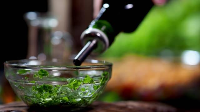vídeos de stock e filmes b-roll de preparing vegan lentil salad - vinagre