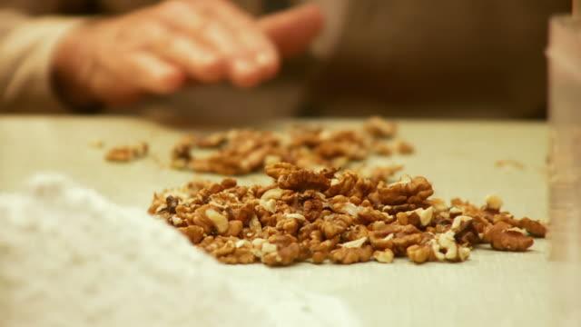 HD DOLLY: Preparing Walnuts video