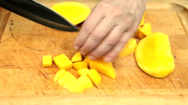 Prepping a Mango (last part of 5) video