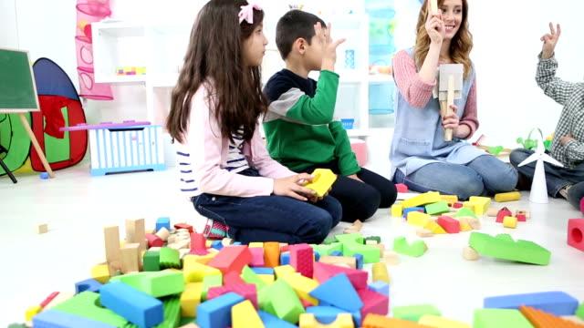 hd: preschool children learning about vegetables. - förskoleelev bildbanksvideor och videomaterial från bakom kulisserna