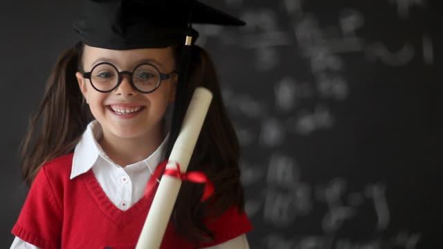 Enfant d'âge pré-scolaire remise des diplômes - Vidéo