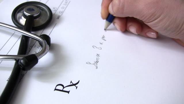 da prescrizione - prescrizione medica video stock e b–roll