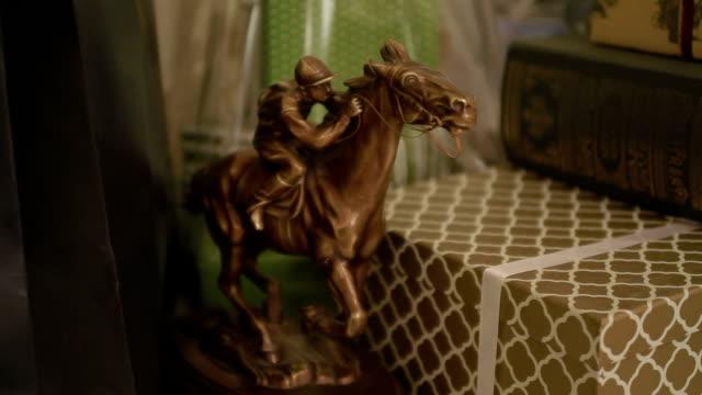 Presents, statuette of rider indoor video