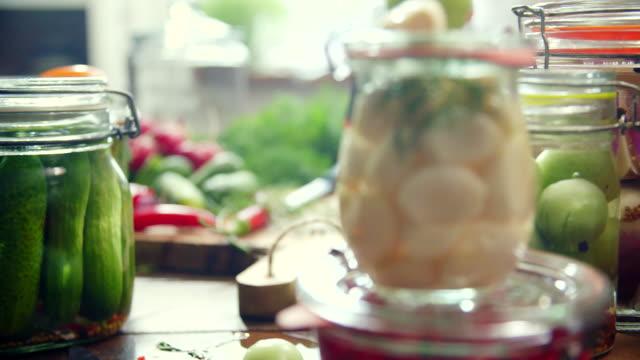preserving organic vegetables in jars - fermentare video stock e b–roll