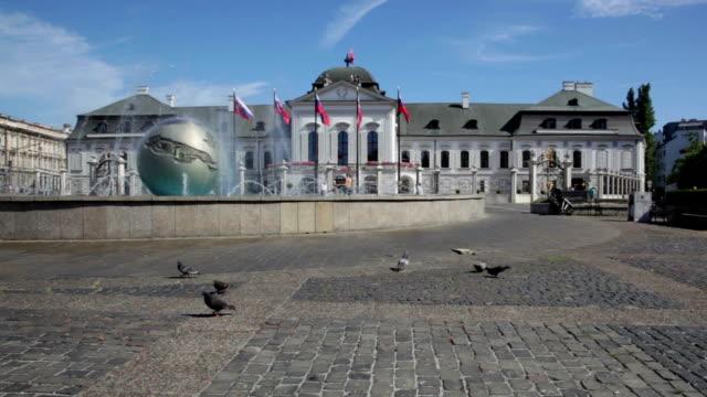presidential palace in bratislava. - slowakei stock-videos und b-roll-filmmaterial