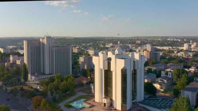 president's administration building, chisinau, moldova - молдавия стоковые видео и кадры b-roll