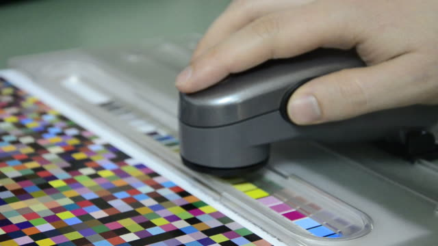 Press shop, spectrophotometer measurement of color patches in prepress video