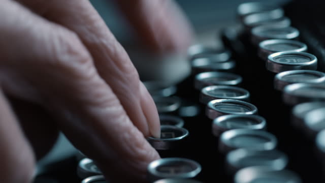 DS pressing the keys fast on old typewriter video