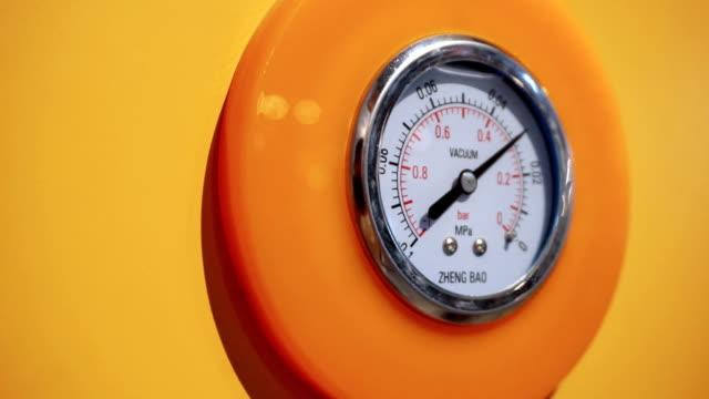 pressure gauge display air pressure, real time. video