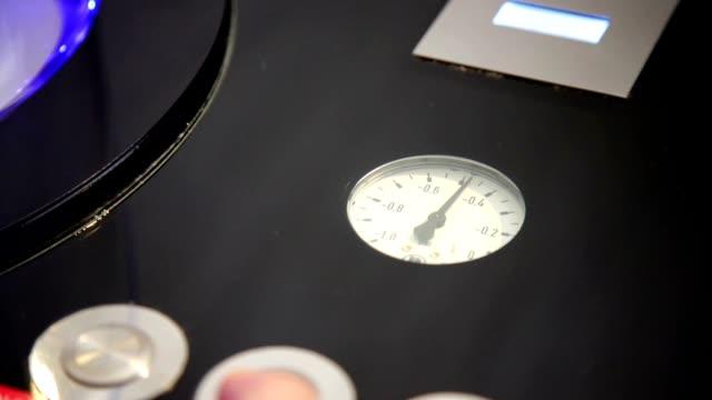 pressure rising - barometer bildbanksvideor och videomaterial från bakom kulisserna