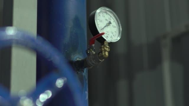 ventil för tryck vatten mätare - barometer bildbanksvideor och videomaterial från bakom kulisserna