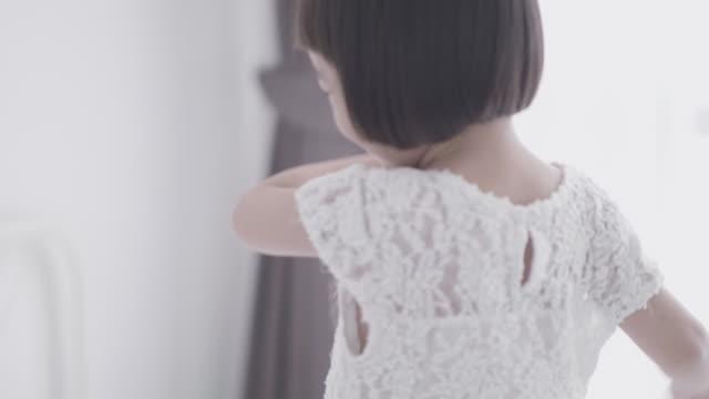 ホワイト ルームで遊んでかなりアジア - 託児施設点の映像素材/bロール