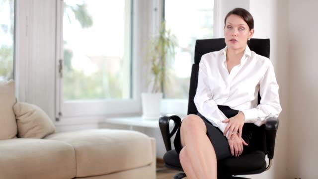 vídeos de stock, filmes e b-roll de bela empresária - assistente jurídico