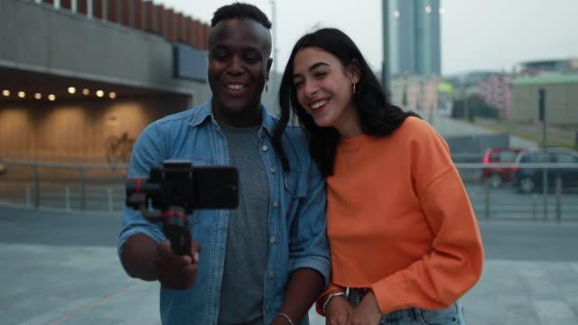 pretty couple making vlog - influencer стоковые видео и кадры b-roll