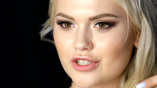Pretty girl face blonde video
