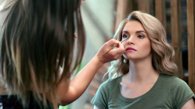 vídeos de stock e filmes b-roll de pretty woman with perfect skin during makeup artist working. medium close up shot on 4k red camera - sombra para os olhos
