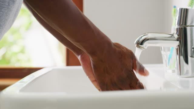prevent germs by washing your hands - myć filmów i materiałów b-roll