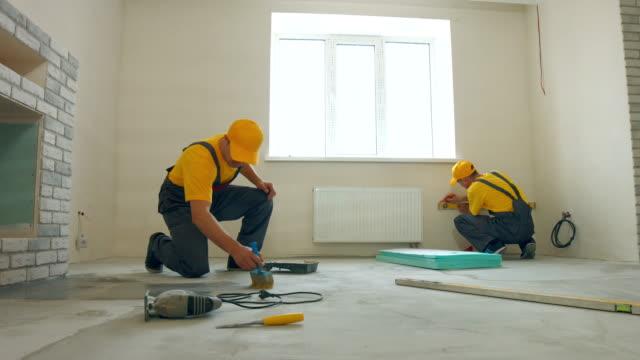 grundnings golv. - construction workwear floor bildbanksvideor och videomaterial från bakom kulisserna