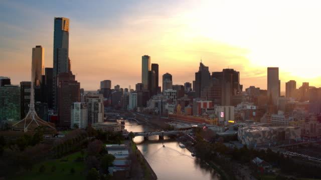 王子橋、サウスバンク、ヤラ川、中央ビジネス地区、メルボルン、ビクトリア、オーストラリア - オーストラリア メルボルン点の映像素材/bロール
