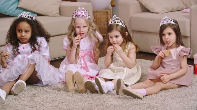 Princesses Loving Cookies video