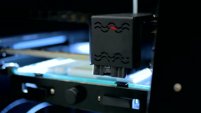 Impressora 3D durante o trabalho - vídeo