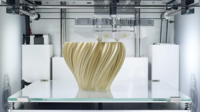 3d printer, printing a fractal vase - tridimensionale video stock e b–roll