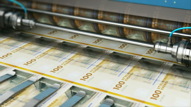 vídeos de stock e filmes b-roll de printing 100 dk danish krona money banknotes - coroa