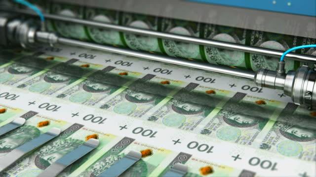 100 pln polnische zloty geld banknoten drucken - polnische kultur stock-videos und b-roll-filmmaterial