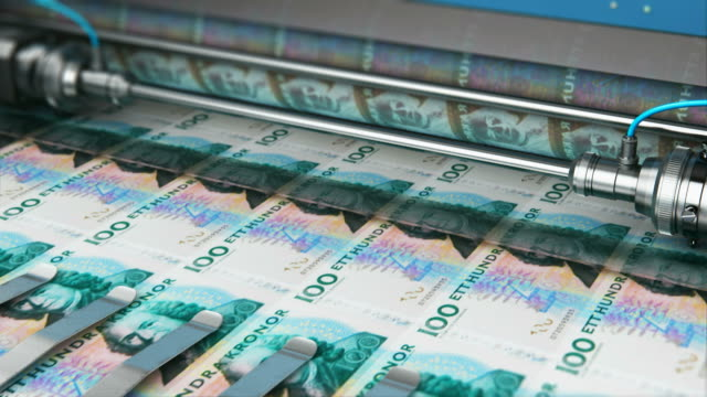 vídeos de stock e filmes b-roll de printing 100 sek swedish krona money banknotes - coroa