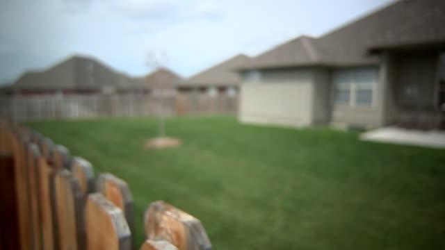 stockvideo's en b-roll-footage met privacy cedar fence - fence