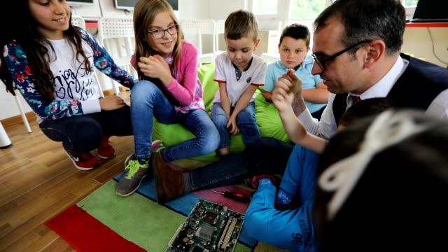vídeos y material grabado en eventos de stock de escuela infantil privada - escuela media