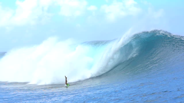 SLOW MOTION: Pro surfer duck diving big wave Teahupoo video